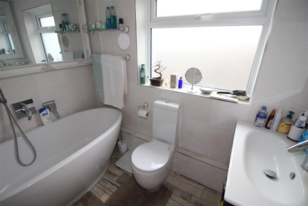 Hillside Drive Bathroom