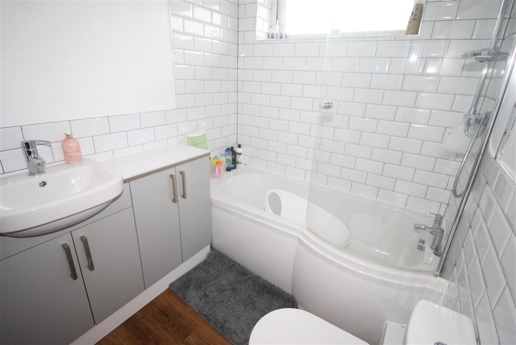 39 Portfield Road Bathroom
