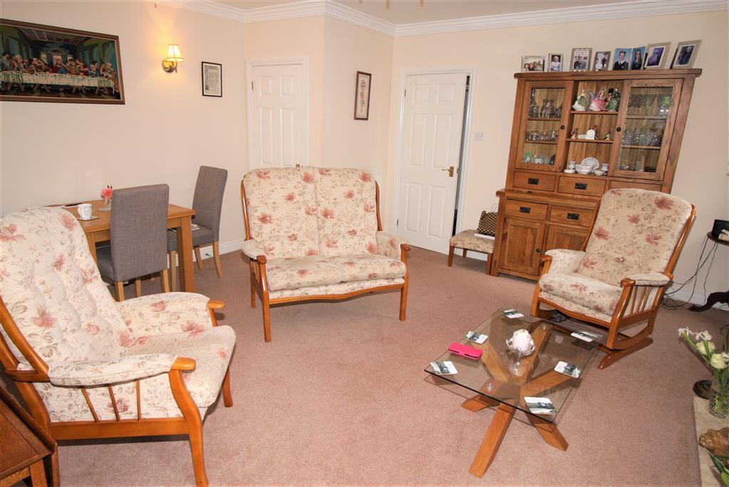 23 Regency Crescent Lounge