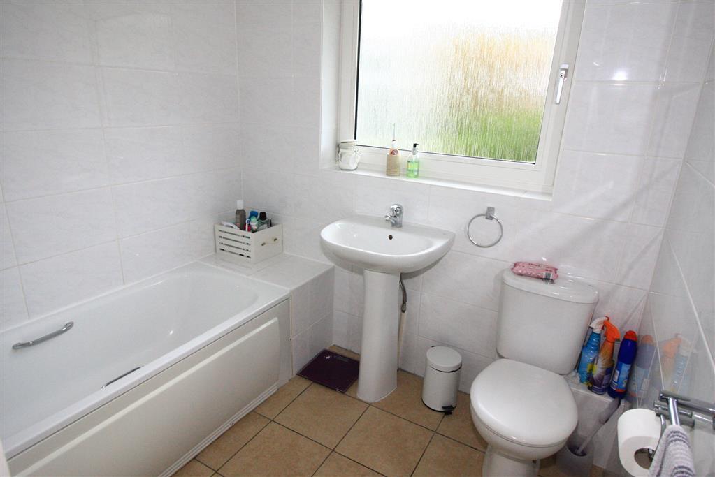 12 Blyth Close Bathroom