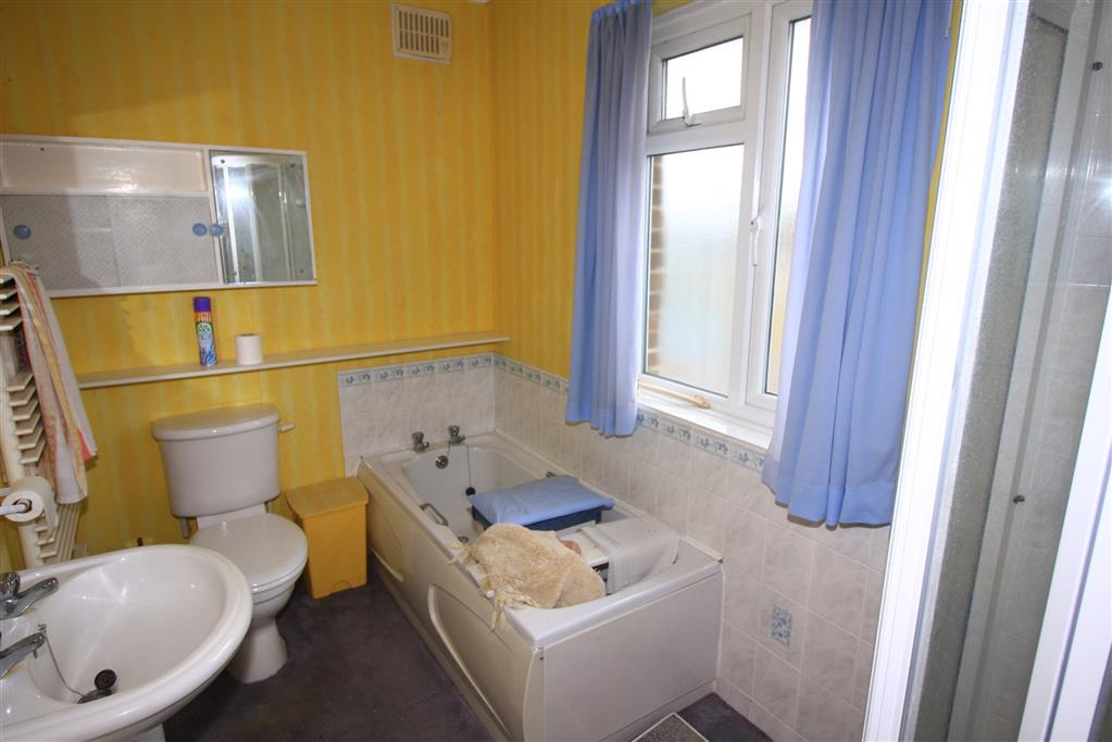 23 Avon Road West Bathroom