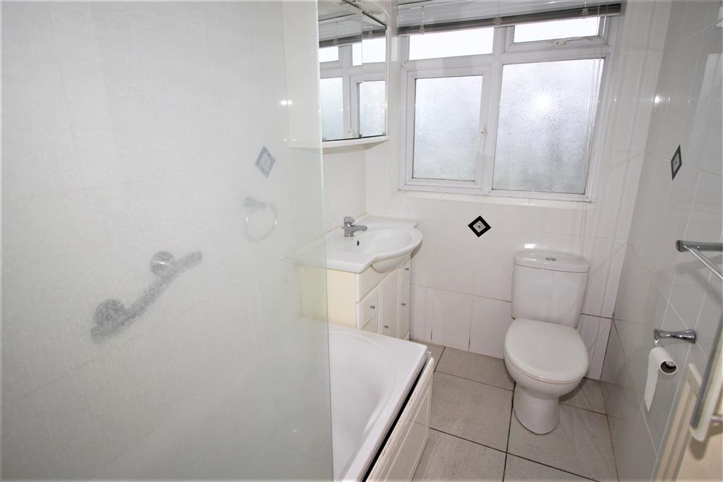 15 Jumpers Avenue Bathroom