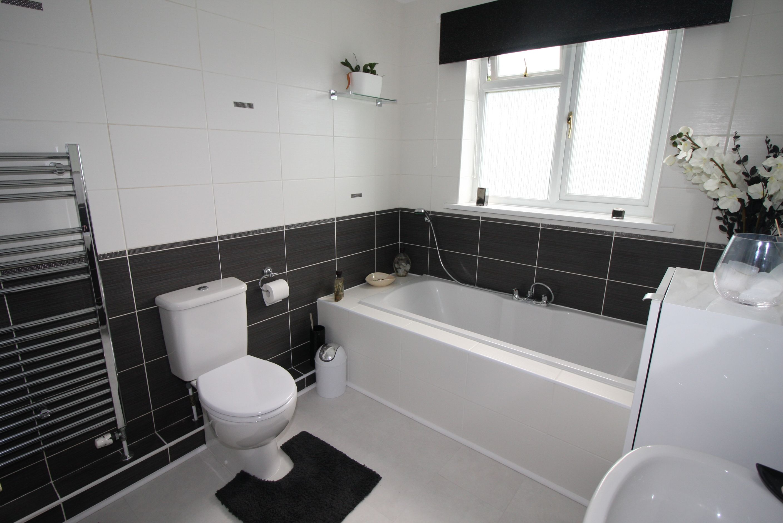 33 Apple Grove Family Bathroom