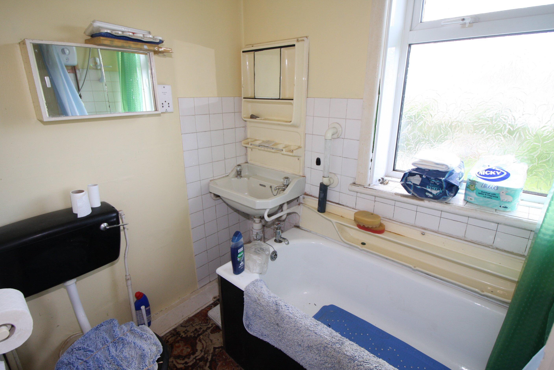 6 Riverlea Road Bathroom