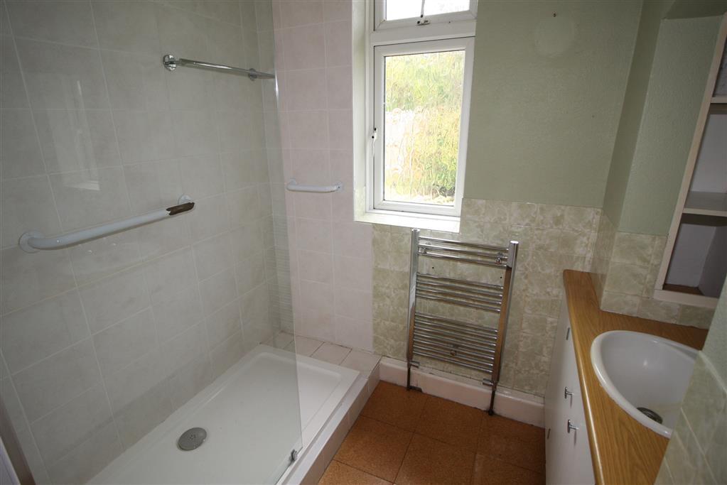 26 Gleadowe Avenue Bathroom