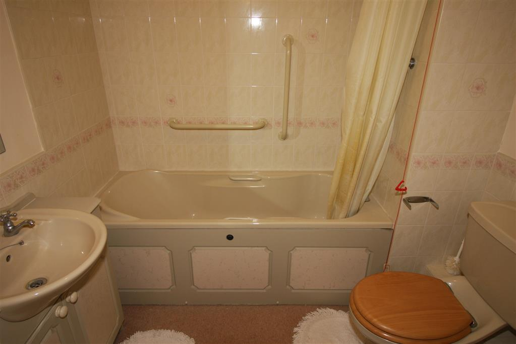 24 Blenheim Court Bathroom