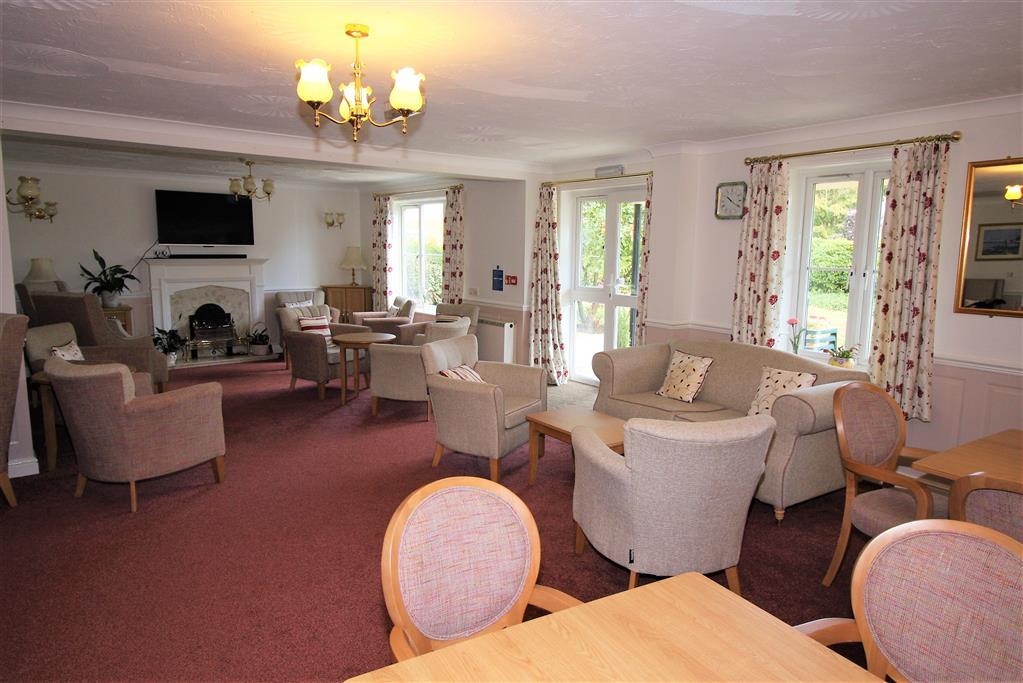 53 Blenheim Court Residence Lounge