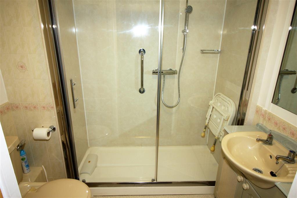 53 Blenheim Court Bathroom